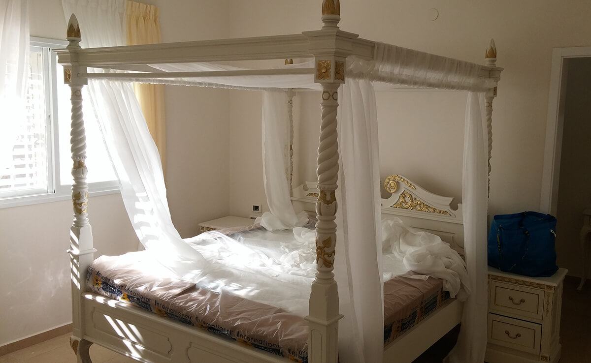 מיטת אפיריון עץ מלא
