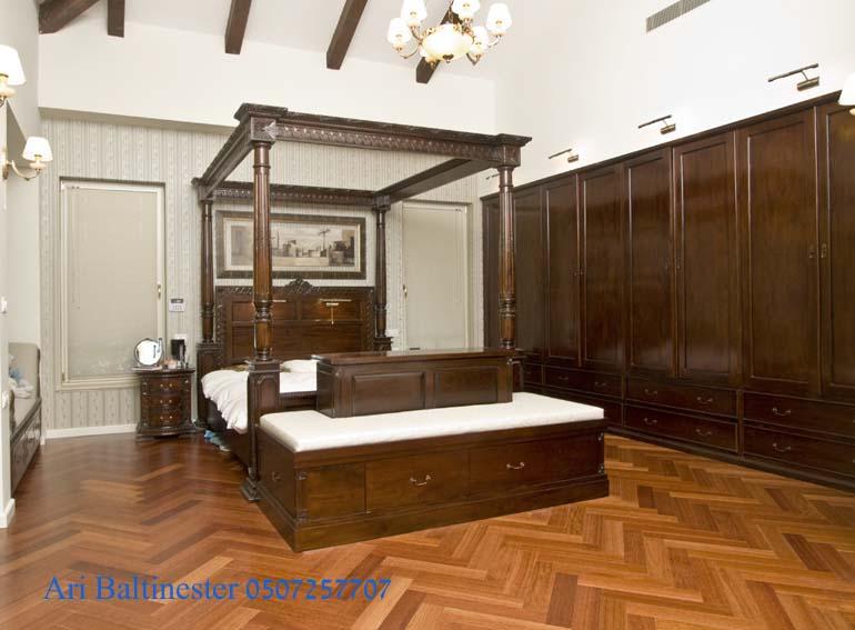 מיטת אפיריון מהגוני מפוארת