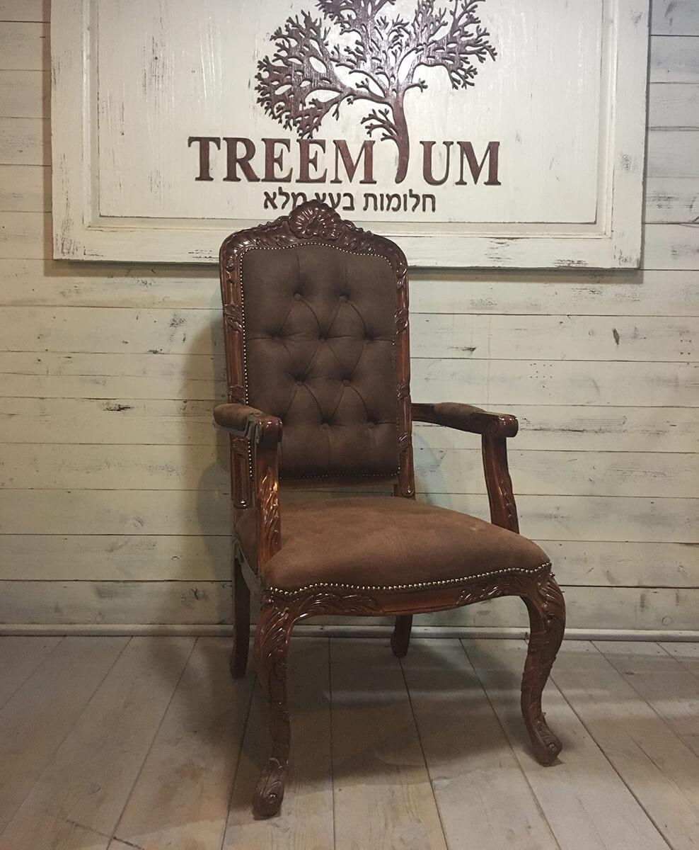 """כיסא אדמו""""ר מפואר"""