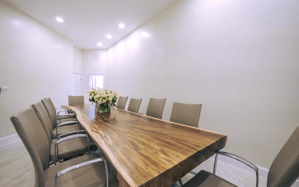 שולחן חדר ישיבות גזע 4 מ'