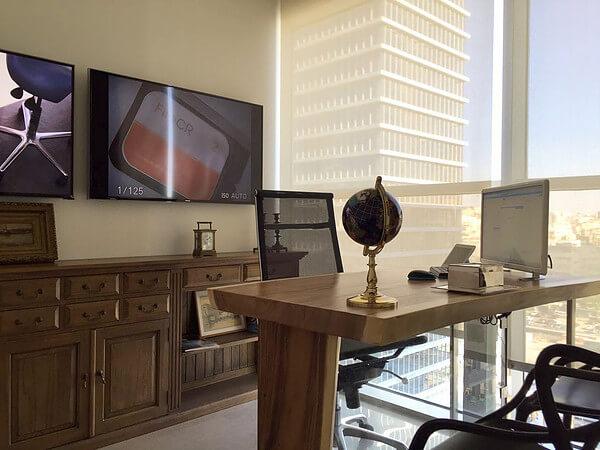 שולחן עבודה גזע פרוס בשילוב זכוכית