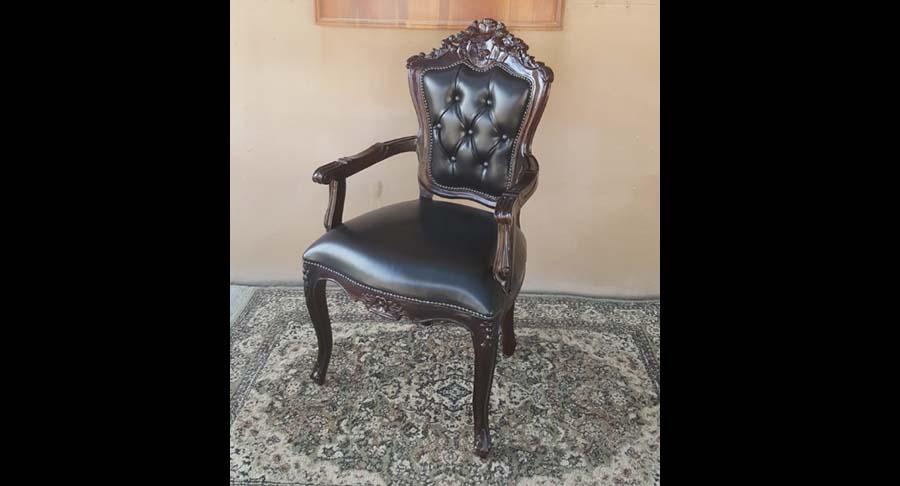 """כיסא ידיות עץ מלא מפואר במחיר מבצע: 1800 ש""""ח במקום 2400 ש""""ח"""