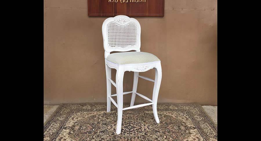 """כיסא בר עץ מלא במחיר מבצע: 890 ש""""ח במקום 1200 ש""""ח"""