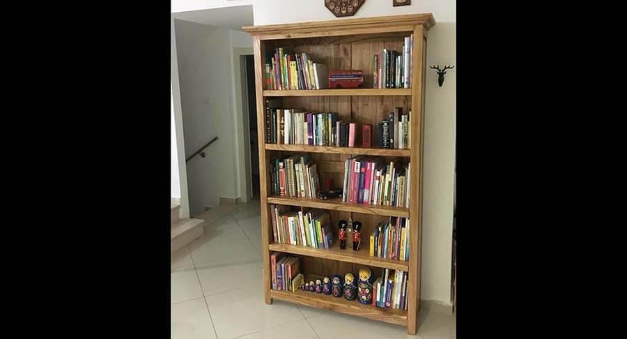 """ספרייה כפרית עץ מלא אלון בגוון טבעי במחיר מבצע 2,400 ש""""ח"""