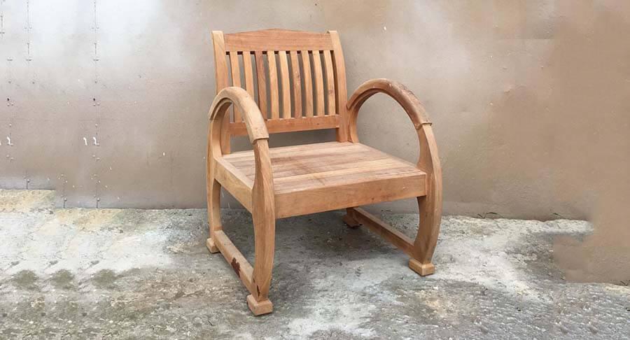 """כורסא עץ יחיד ידיות מעוגלות במחיר מבצע: 1200 ש""""ח במקום 1800 ש""""ח"""