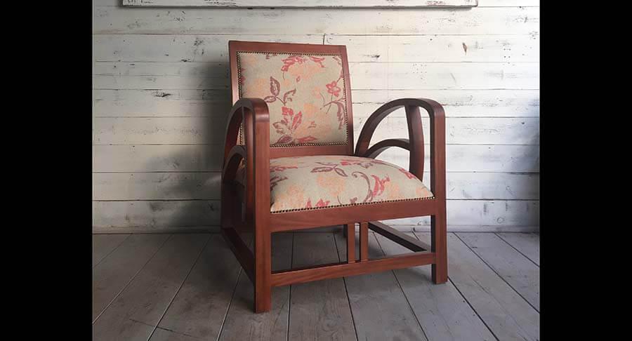 """כורסא עץ מלא מהגוני במחיר מבצע: 1200 ש""""ח במקום 2800 ש""""ח"""