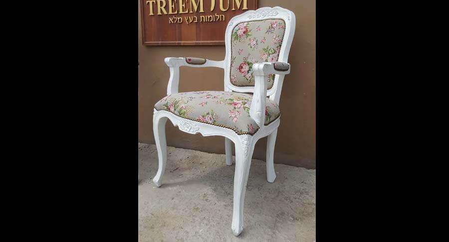 """כיסא ידיות עץ מלא במחיר מבצע: 1200 ש""""ח במקום 2400 ש""""ח"""