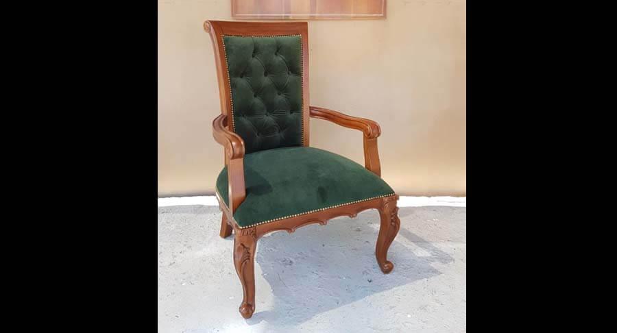 """כורסא קלאסית מבנה עץ מלא במחיר מבצע: 2000 ש""""ח במקום 2900 ש""""ח"""