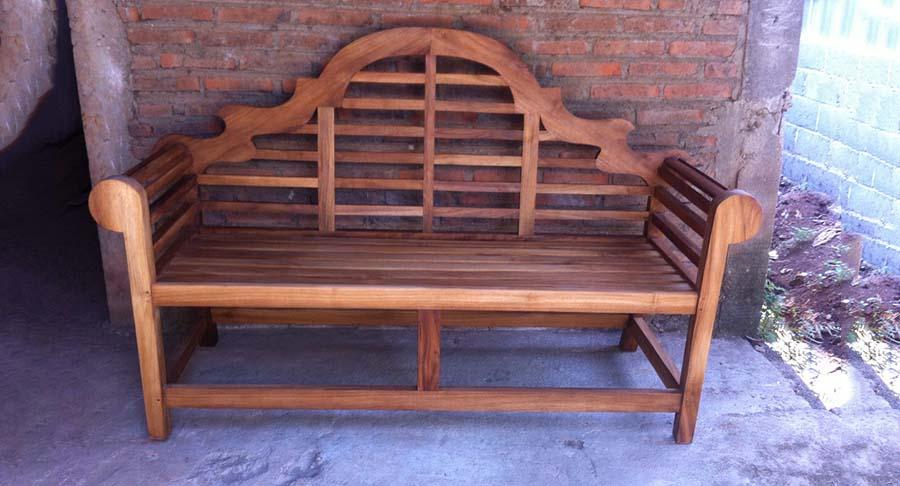 """ספסל ייחודי מעץ טיק דגם מרלבורו במחיר מבצע: 1800ש""""ח במקום 3400 ש""""ח"""