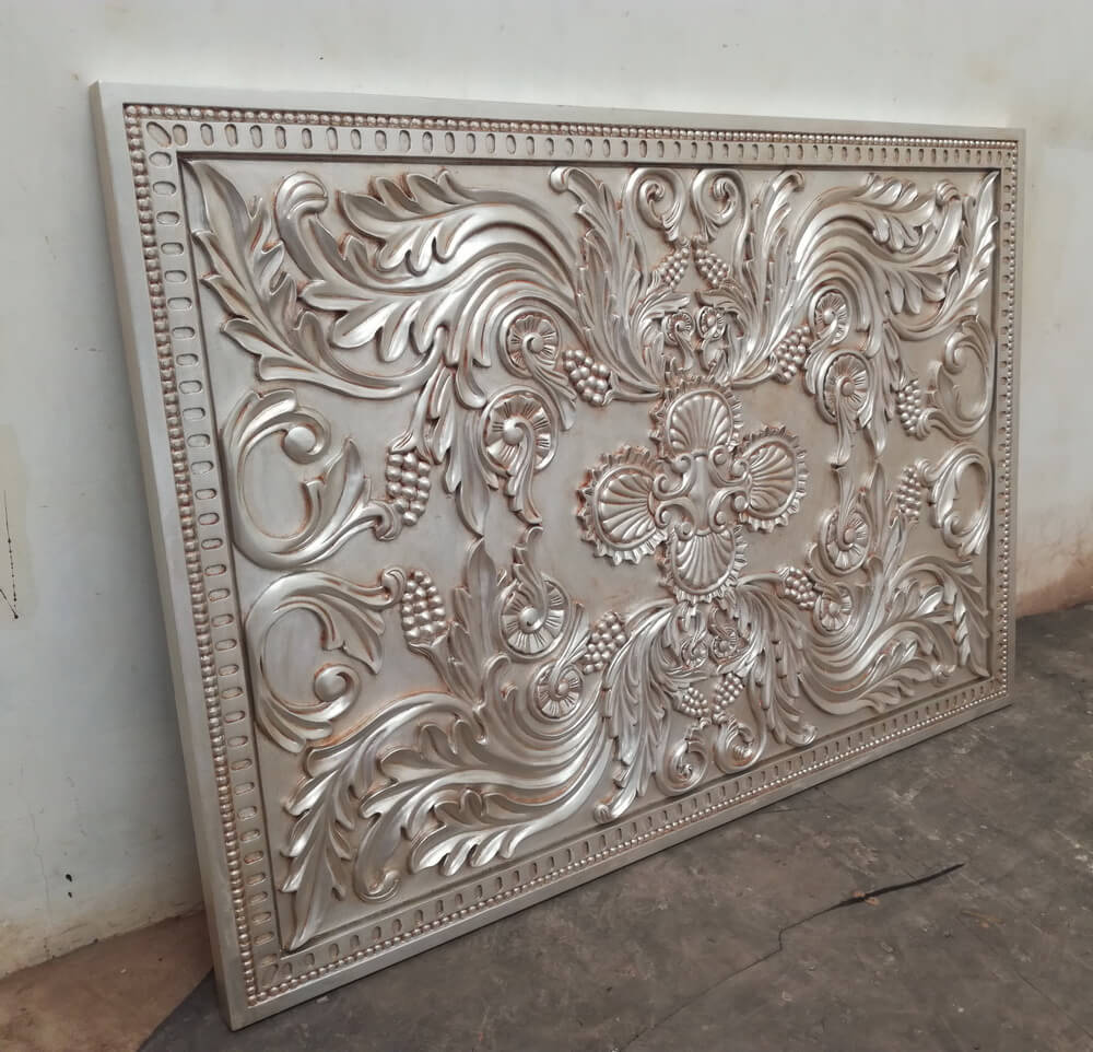 Wood_with_carving_on_wall_(mz-3156)(136×95)_Silver_leaf_w.laca_gloss_&_w.glitz_Treemium_ord.2149_Pic-4