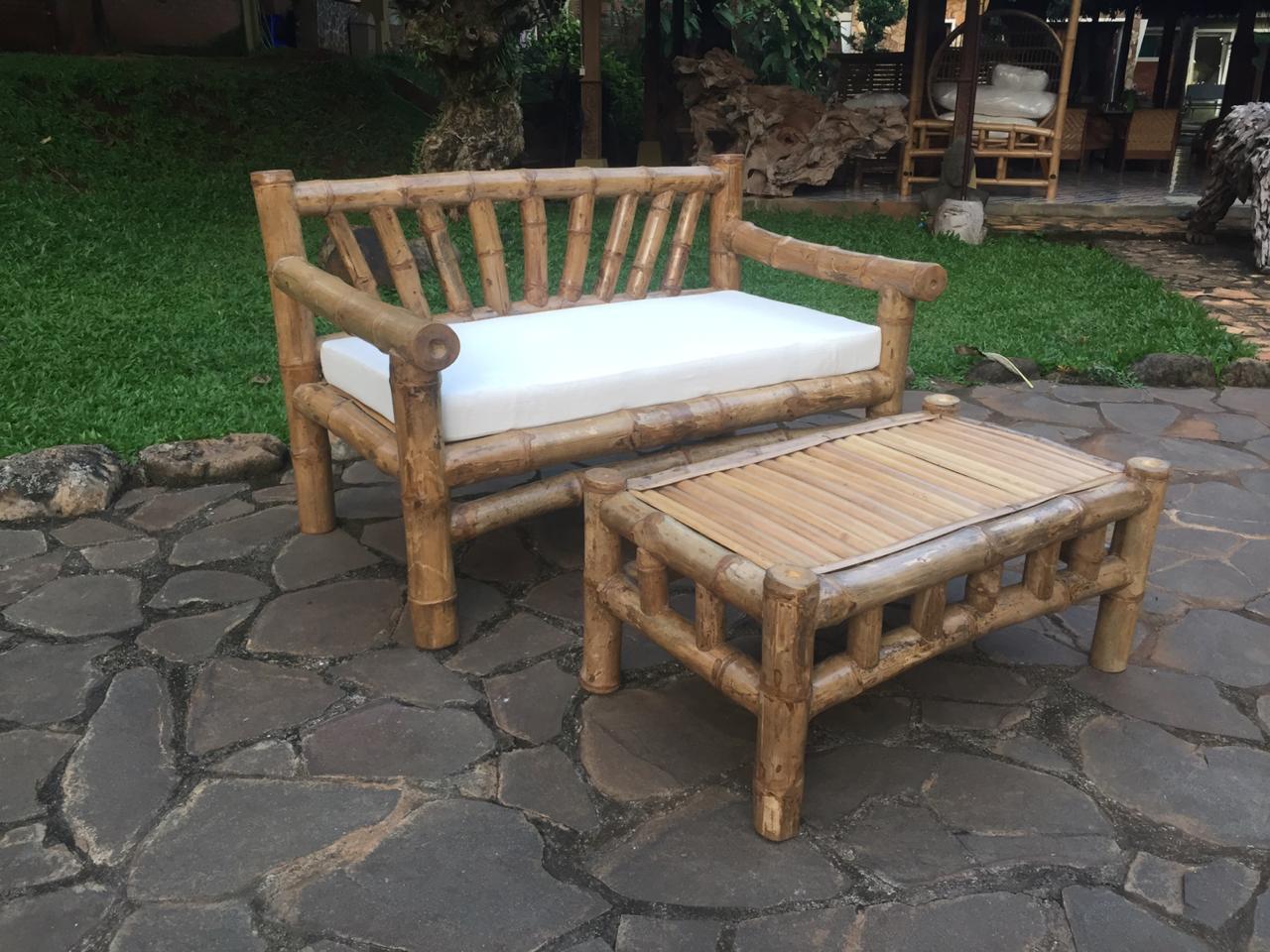 סט ספסל במבוק עם שולחן