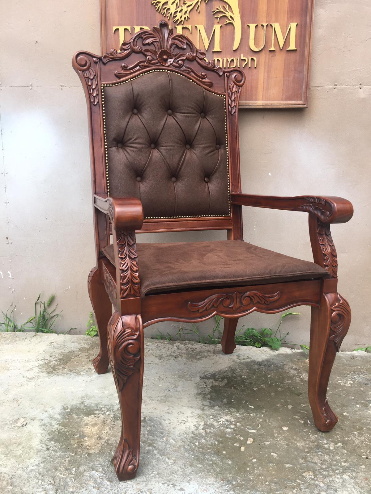 כיסא מהגוני חסידות אלכסנדר בני ברק