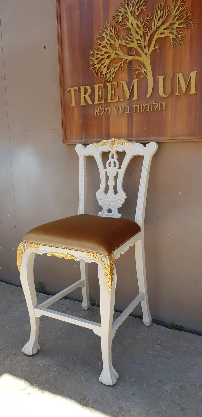 """כיסא בר מלכותי עץ מלא במחיר מבצע 1,600 ש""""ח"""