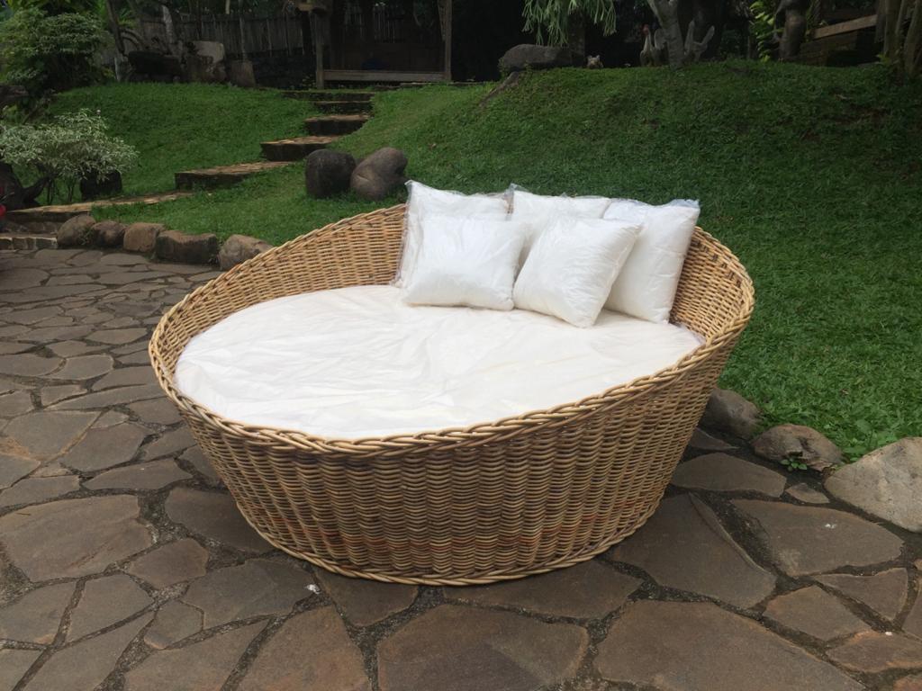 """מיטת רביצה מעוגלת מבמבוק מחיר מבצע: 3,900 ש""""ח"""