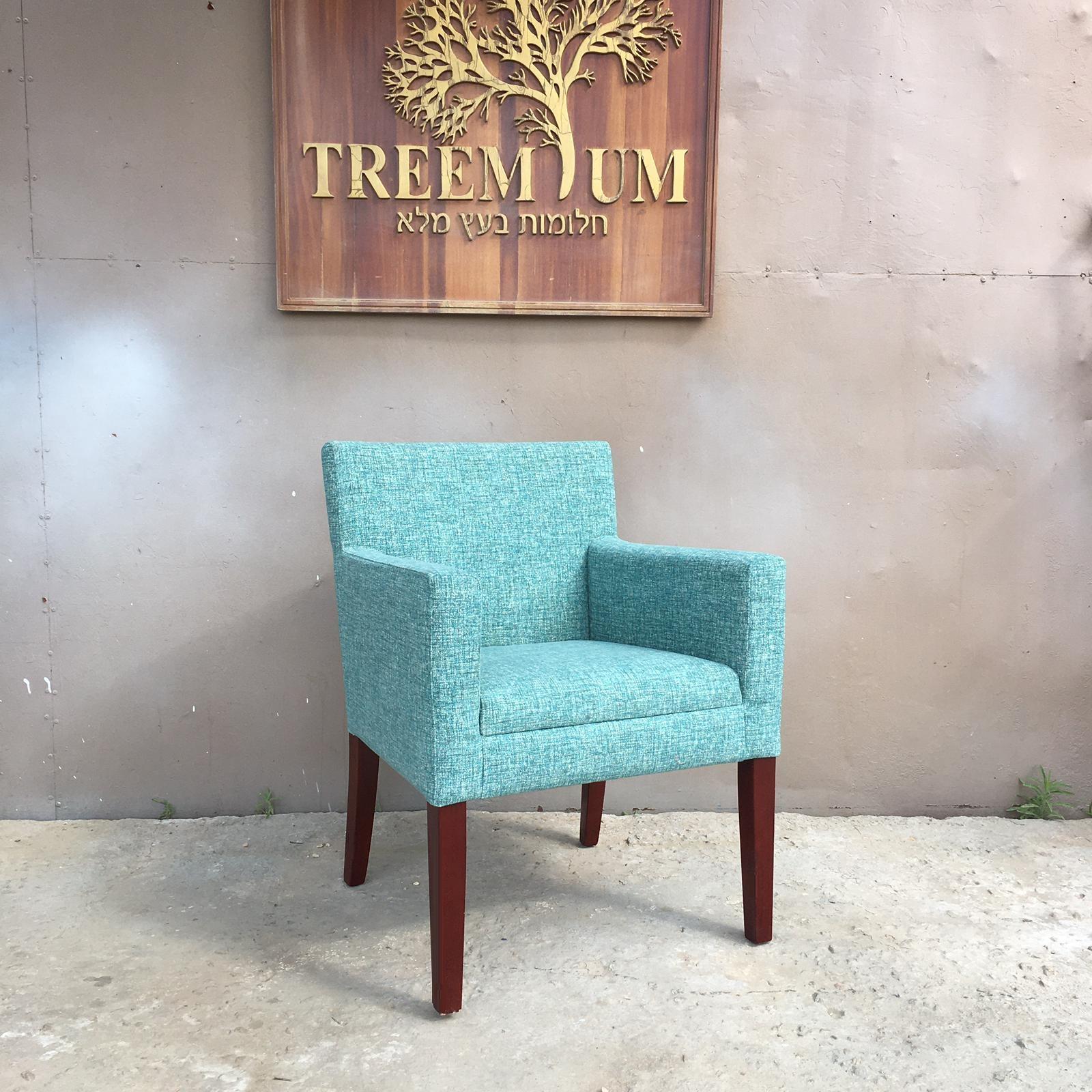 """כורסא מרופדת רגל עץ במחיר מבצע: 1,490 ש""""ח"""