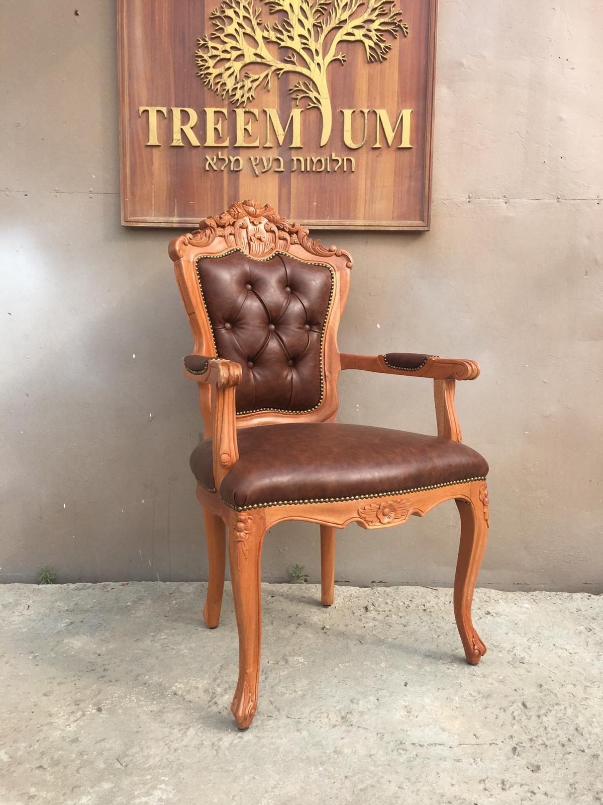 """כיסא ידיות מהגוני במחיר מבצע : 1,800 ש""""ח"""