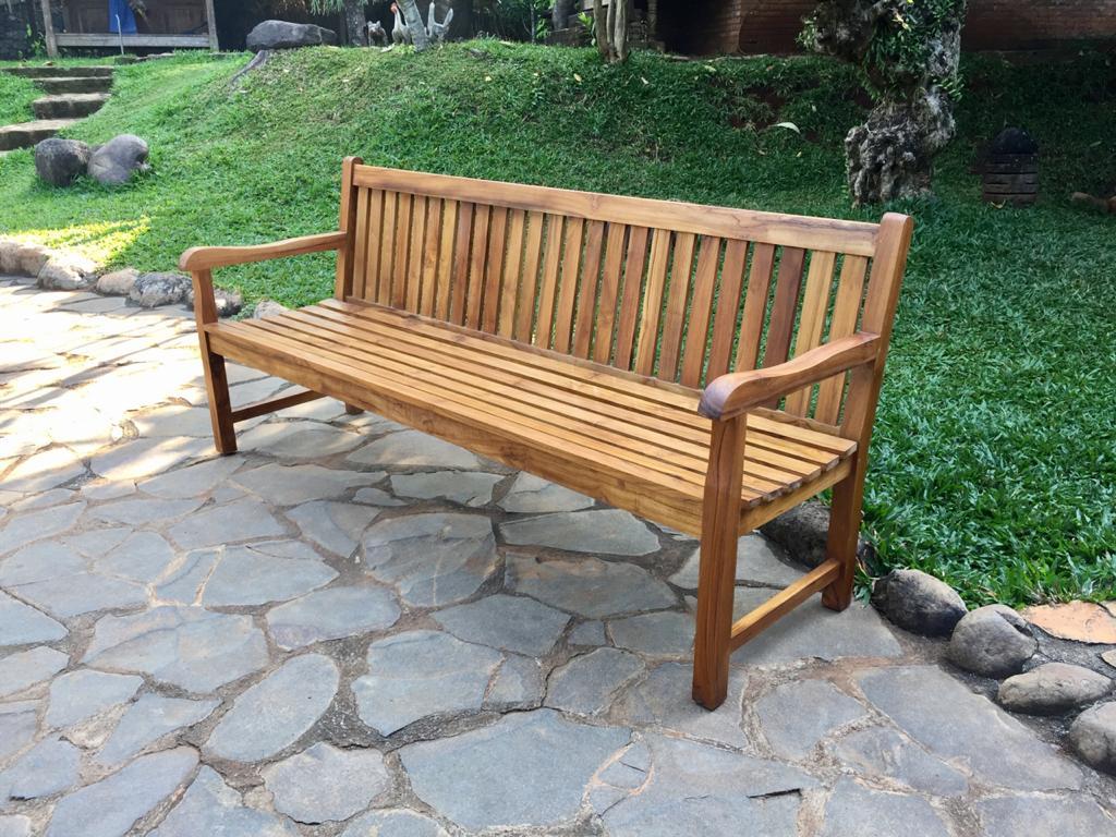 "ספסל דגם גארדן עץ טיק מחיר מבצע: 3,200 ש""ח"