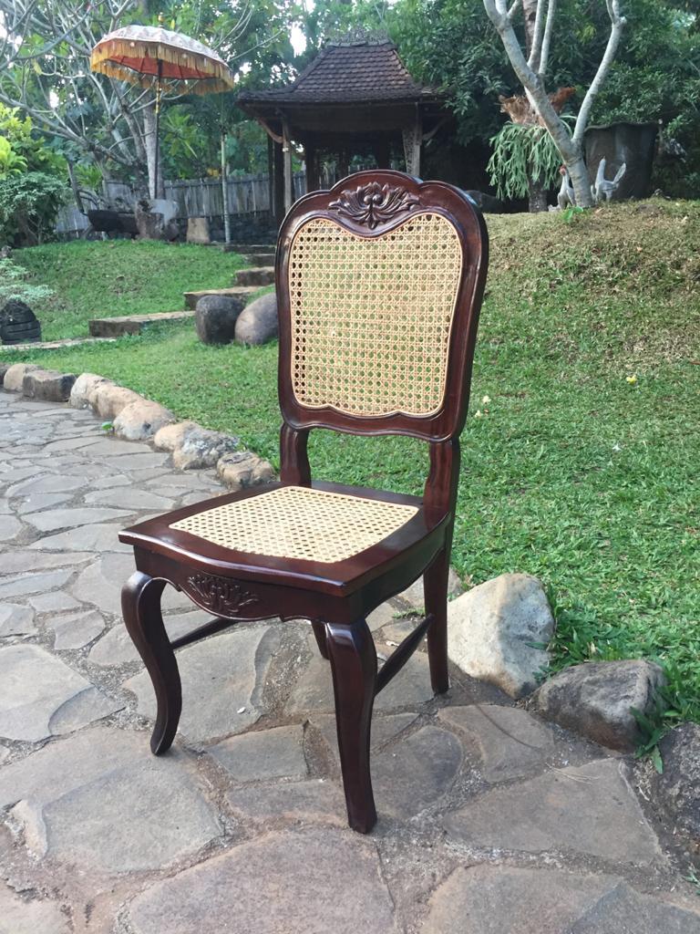 """כיסא גב מושב רשת וינאית מחיר מבצע: 690 ש""""ח"""