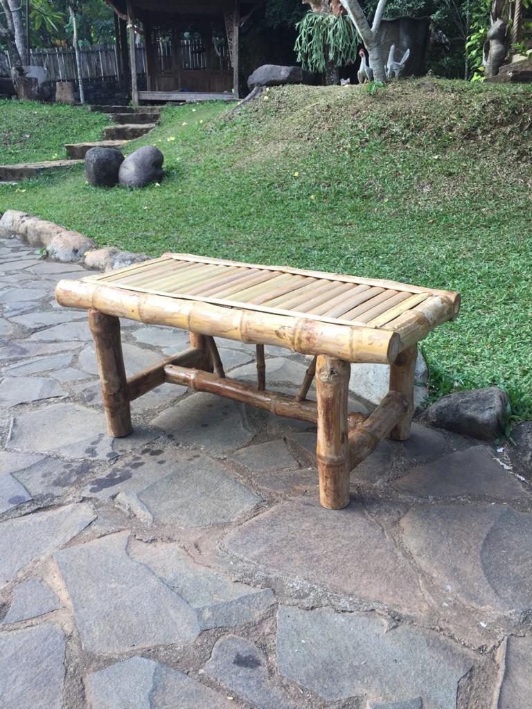 """שולחן קפה במבוק במחיר מבצע: 990 ש""""ח"""