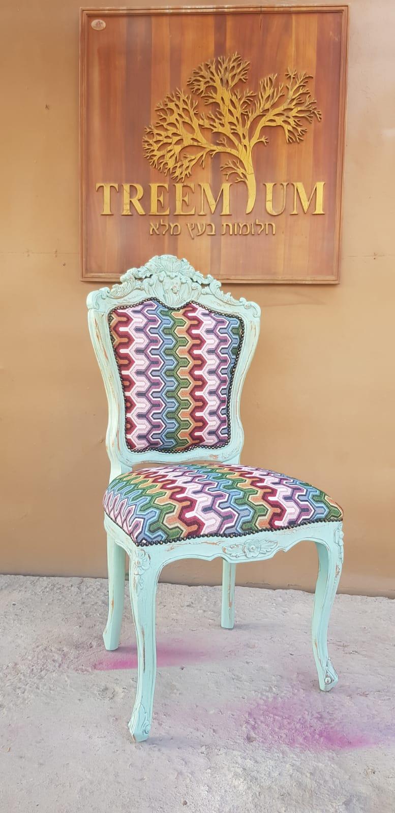 """כיסא עץ מלא מחיר מבצע: 1,200 ש""""ח"""
