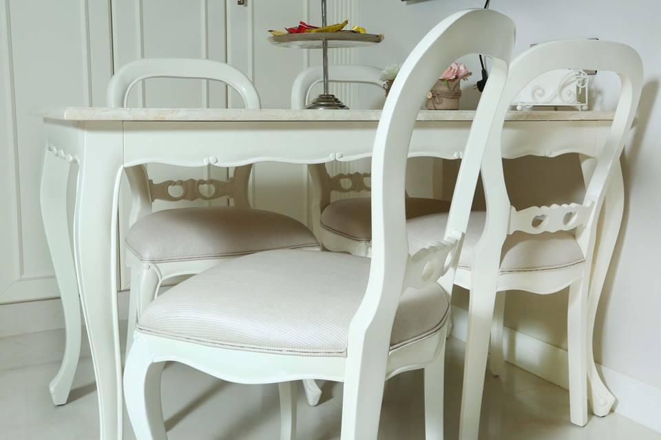 """סט שולחן אוכל עם כיסאות במחיר מבצע: 6,000 ש""""ח"""