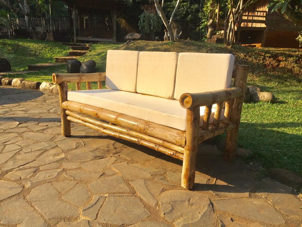 ספה במבוק תלת