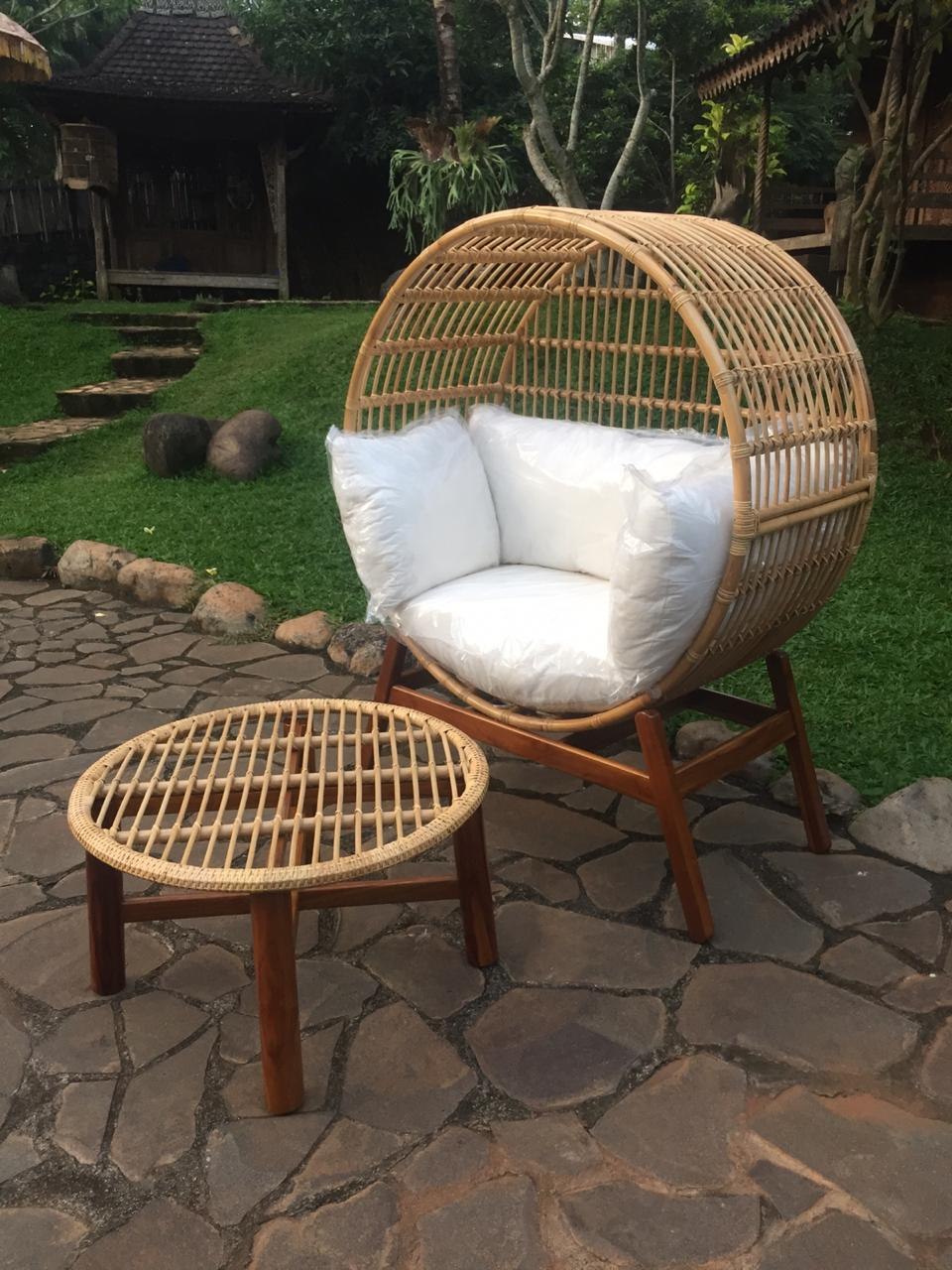 כורסא מעוגלת רטן טבעי