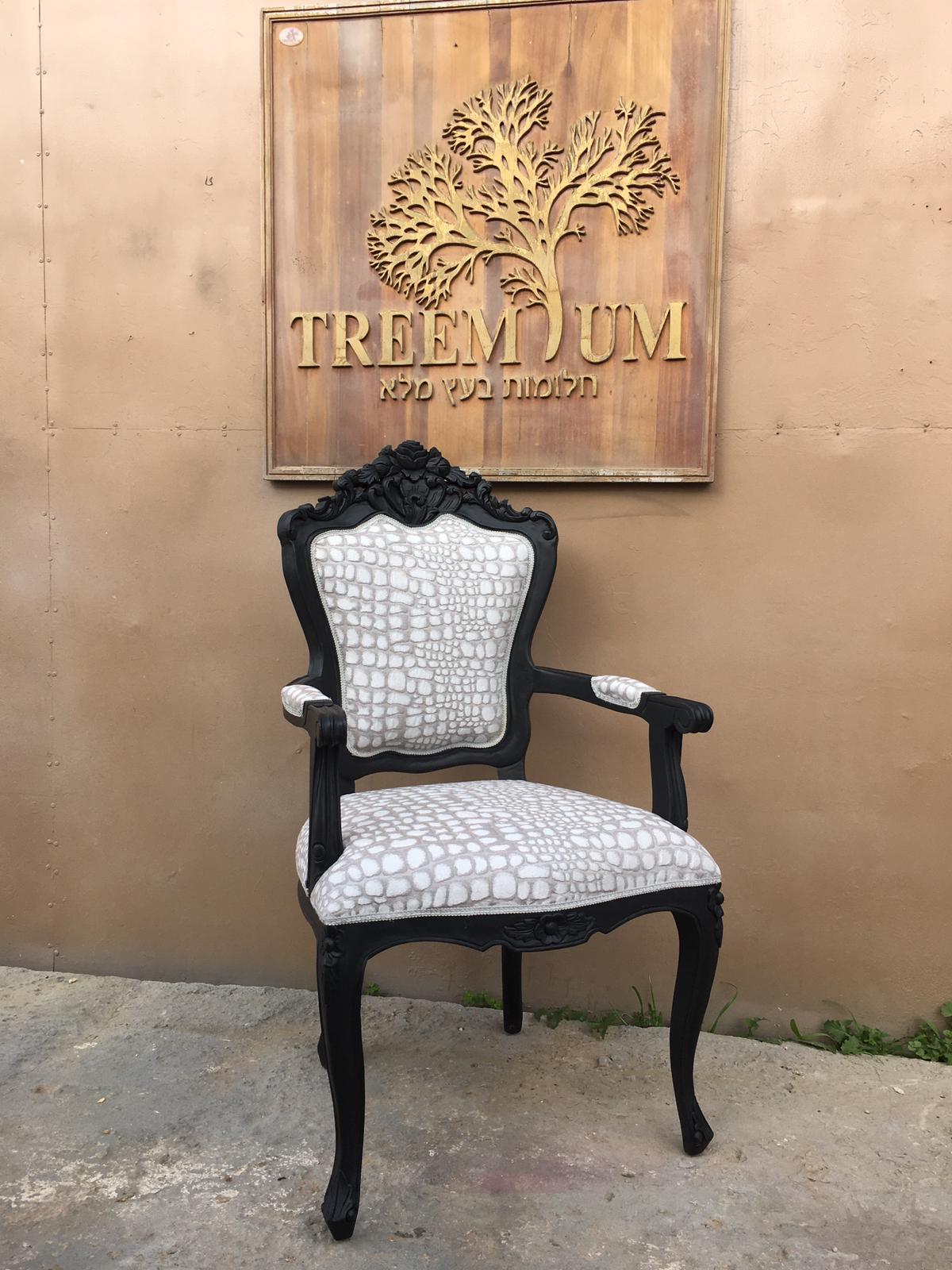 """כיסא עץ מלא גילוף עבודת יד במחיר מבצע: 1,500 ש""""ח"""