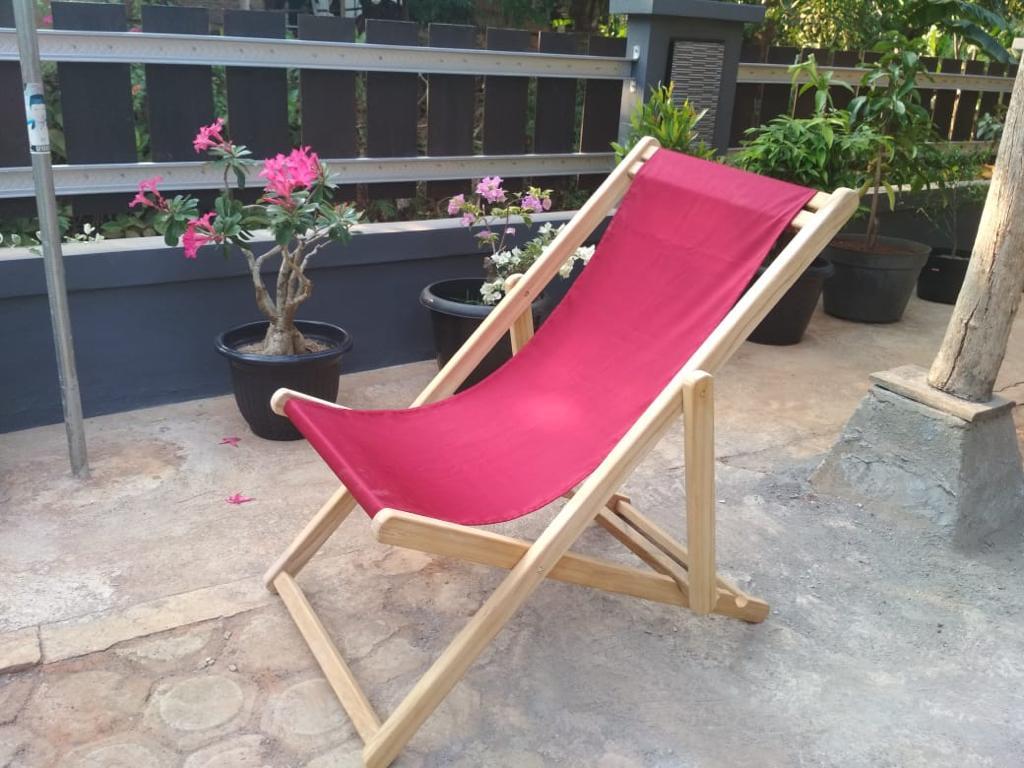 כיסא בריכה מתקפל עץ טיק