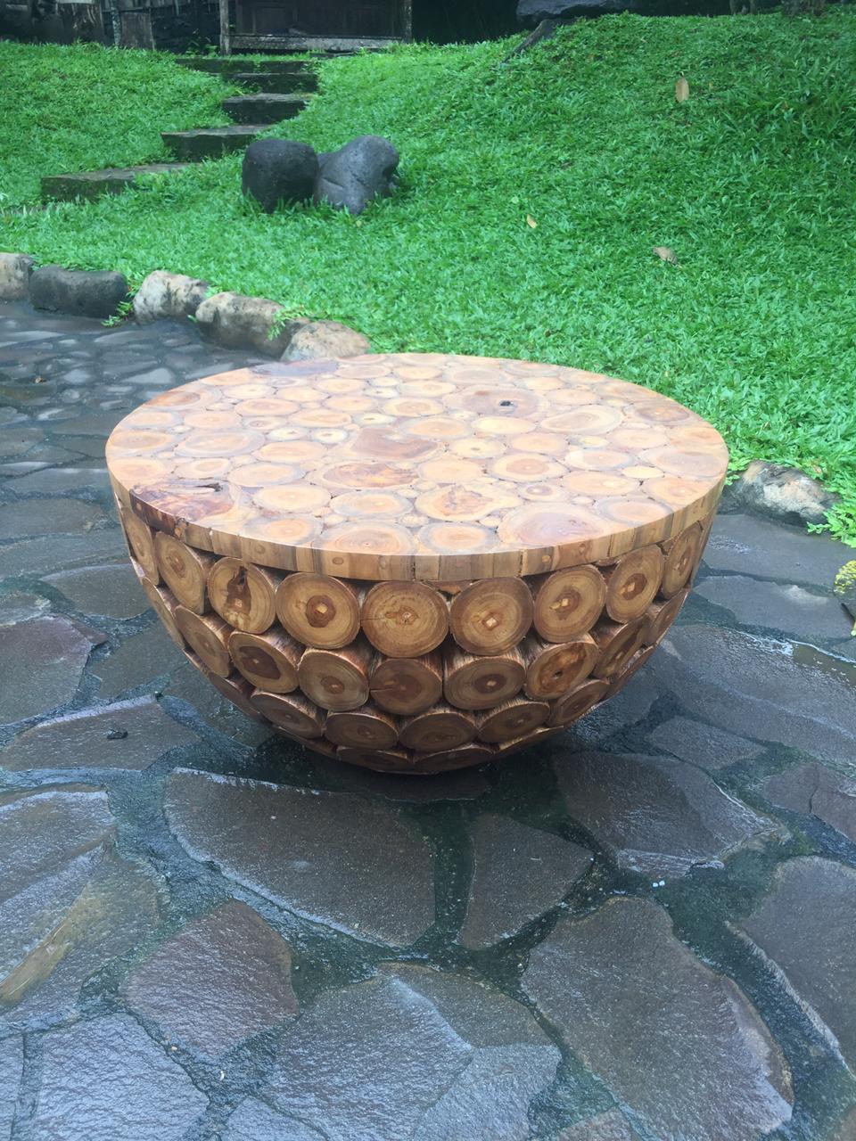 """שולחן עגול בולי עץ טיק במחיר מבצע: 2,200 ש""""ח"""