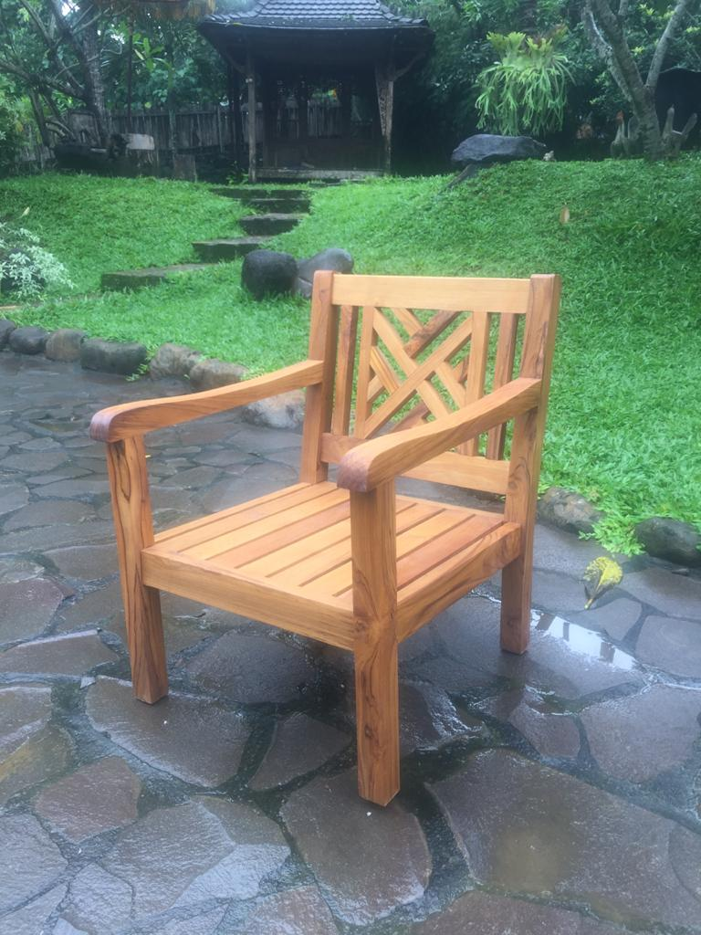 """כורסא עץ יחיד גב איקס במחיר מבצע: 1,200 ש""""ח"""