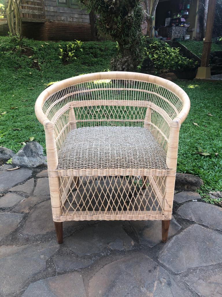 """כורסא מעוצבת שילוב עץ טיק עם סיגראס במחיר מבצע: 2,800 ש""""ח"""
