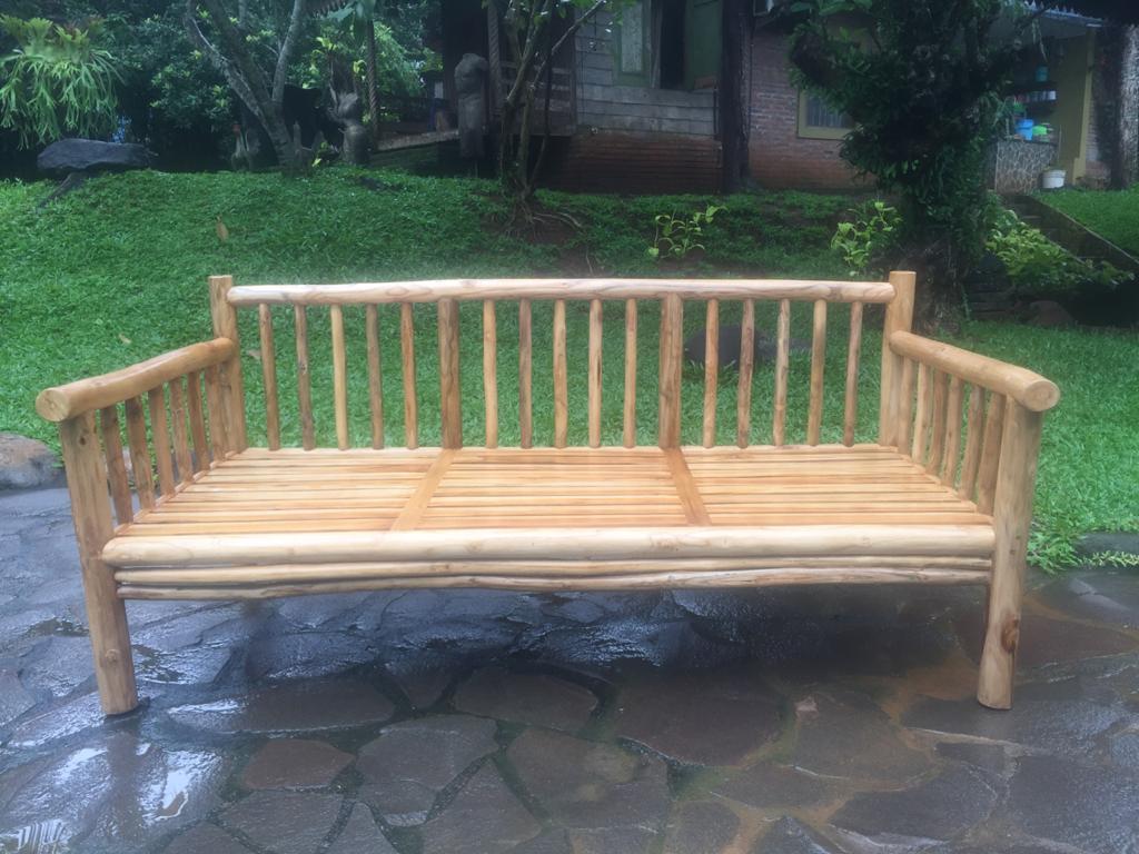 ספה עץ טיק צעיר ללא מזרונים
