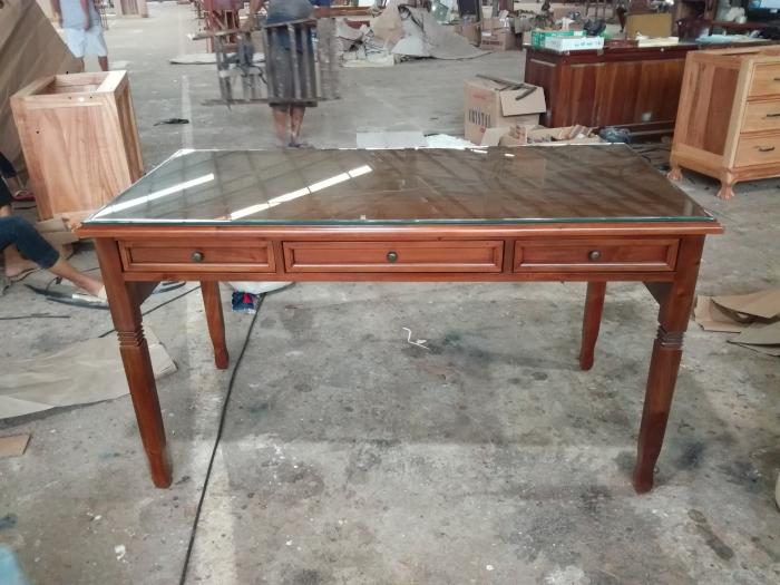 """שולחן עבודה עץ מלא מהגוני במחיר מבצע: 3,400 ש""""ח"""
