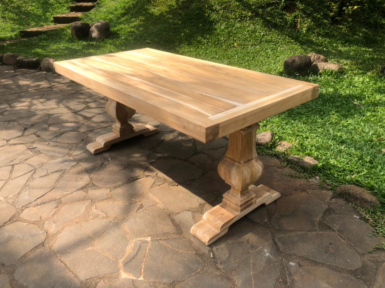 """שולחן אוכל מעץ טיק משובח במחיר מבצע: 8,900 ש""""ח"""