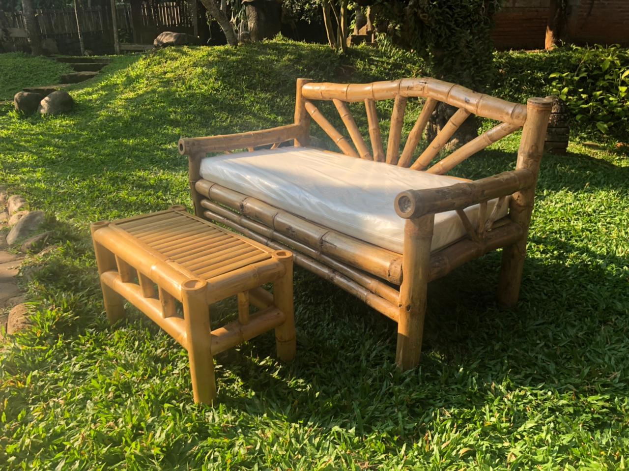 """ספה במבוק + שולחן במחיר מבצע: 2,800 ש""""ח"""