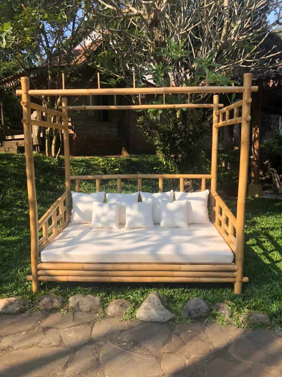 מיטת אפיריון במבוק מידה 200*132*200
