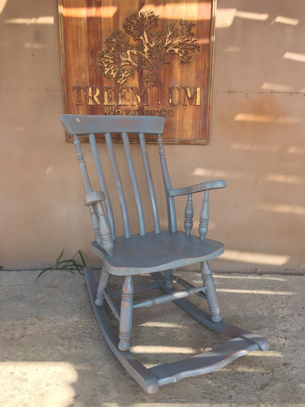 """כיסא נדנה עץ מלא במחיר מבצע: 2,200 ש""""ח"""