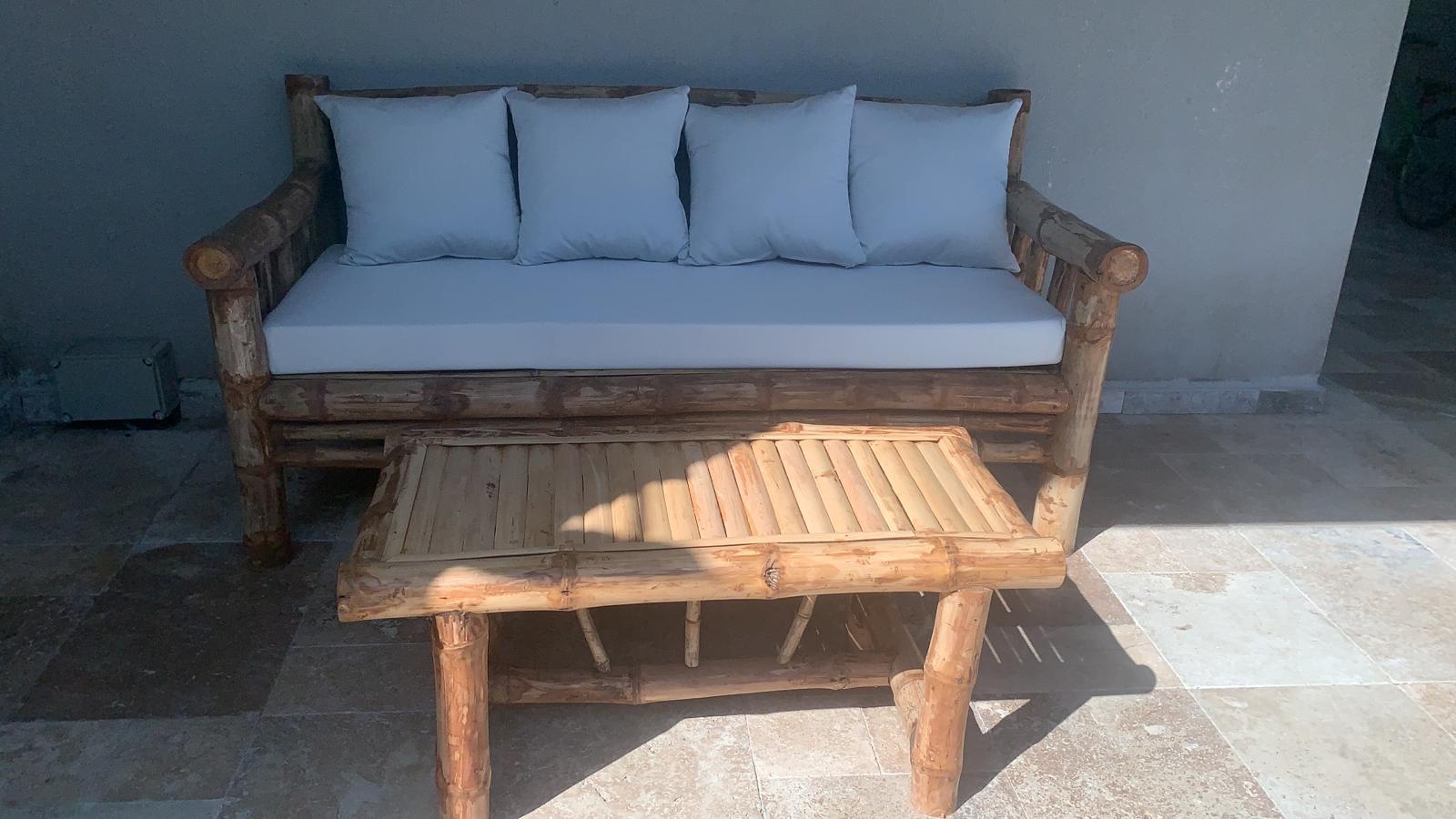ספה במבוק תלת עם שולחן