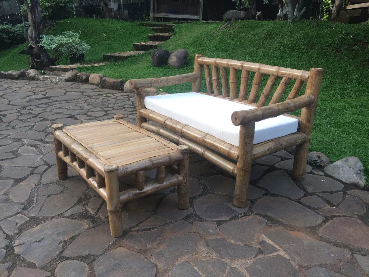 ספה במבוק עם שולחן