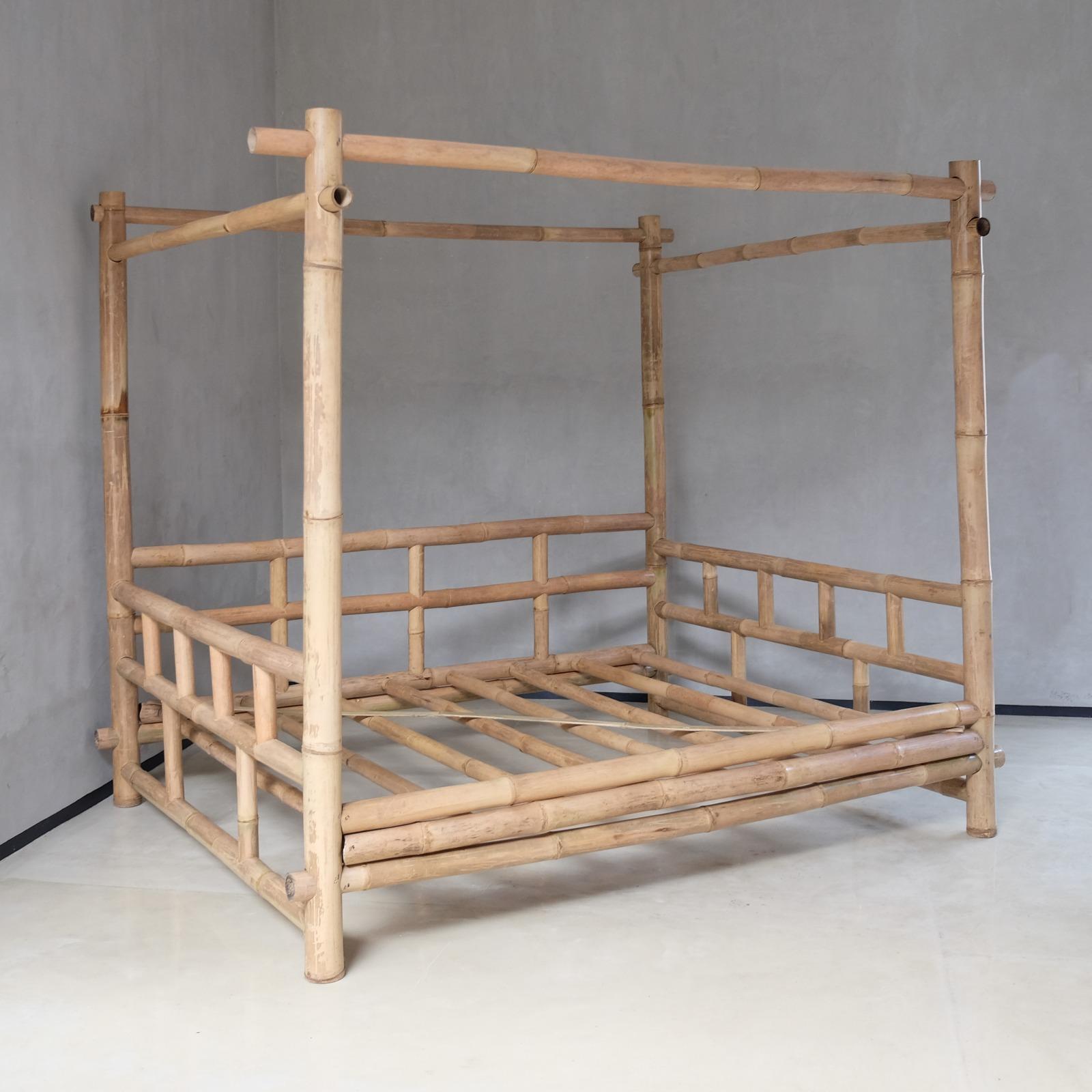 מיטת אפיריון במבוק דגם java