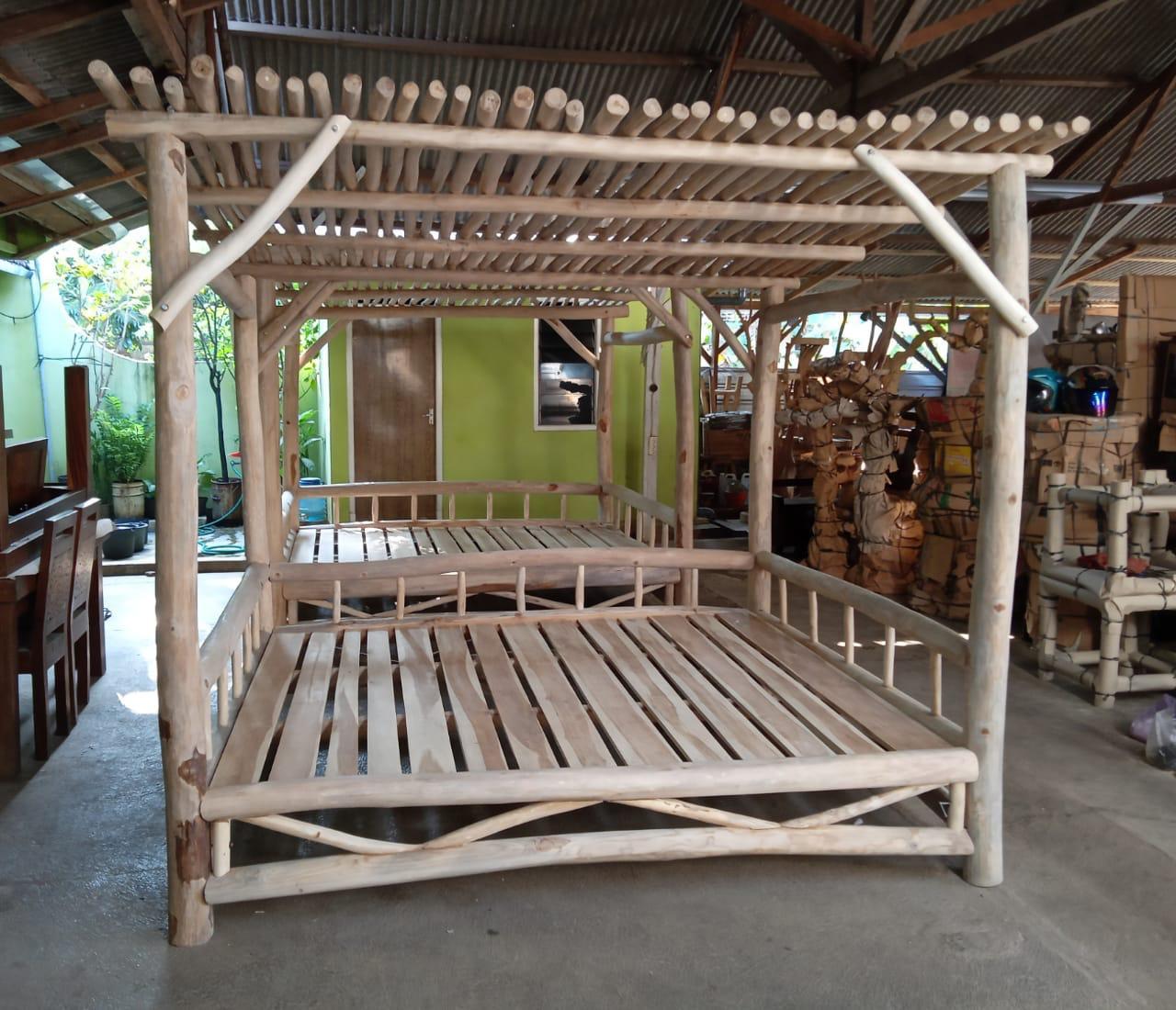 מיטת רביצה עץ טיק