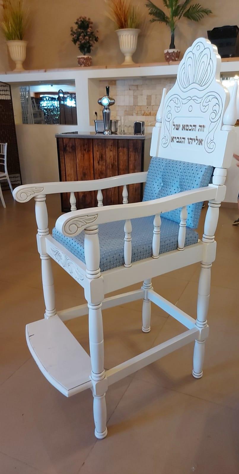 כיסא אליהו עץ מלא בגוון קרם