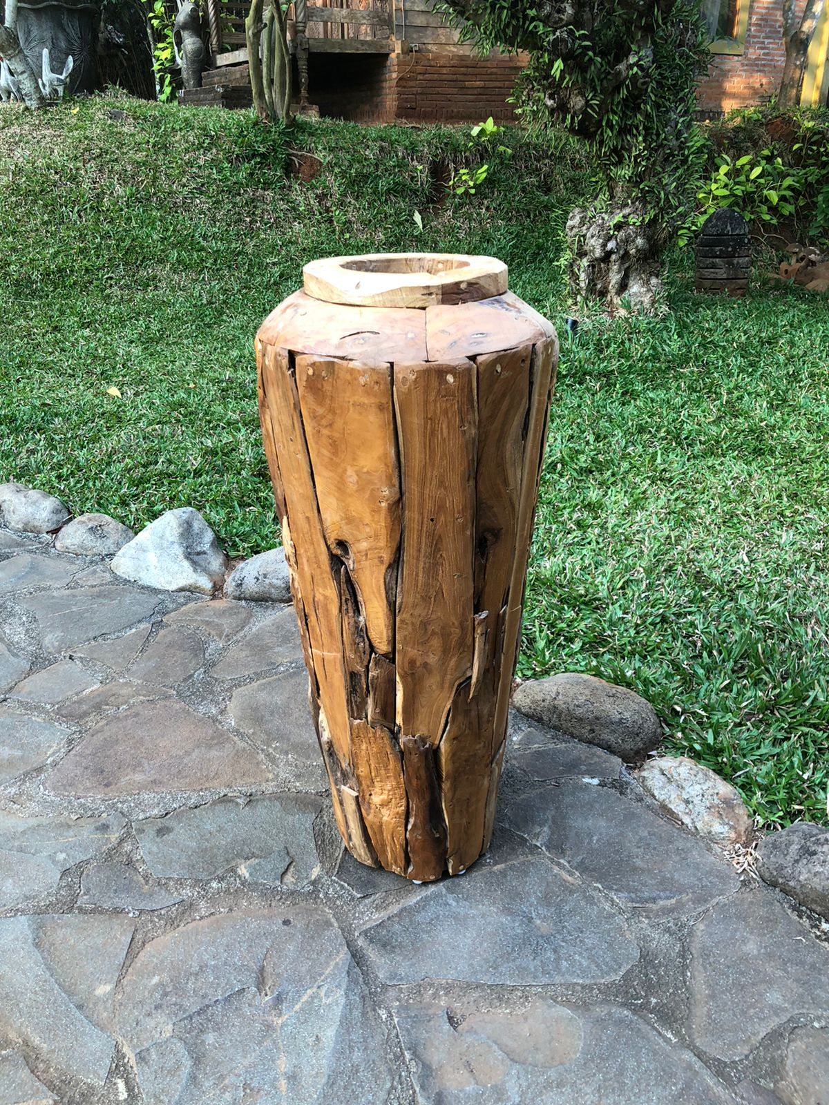 """כד דקורטיבי מעץ טיק קוטר 50 ס""""מ גובה 100 ס""""מ במחיר מבצע: 990 ש""""ח"""