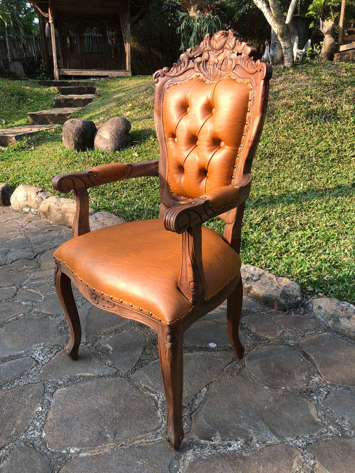כיסא עץ מלא גילוף עבודת יד דגם 2171