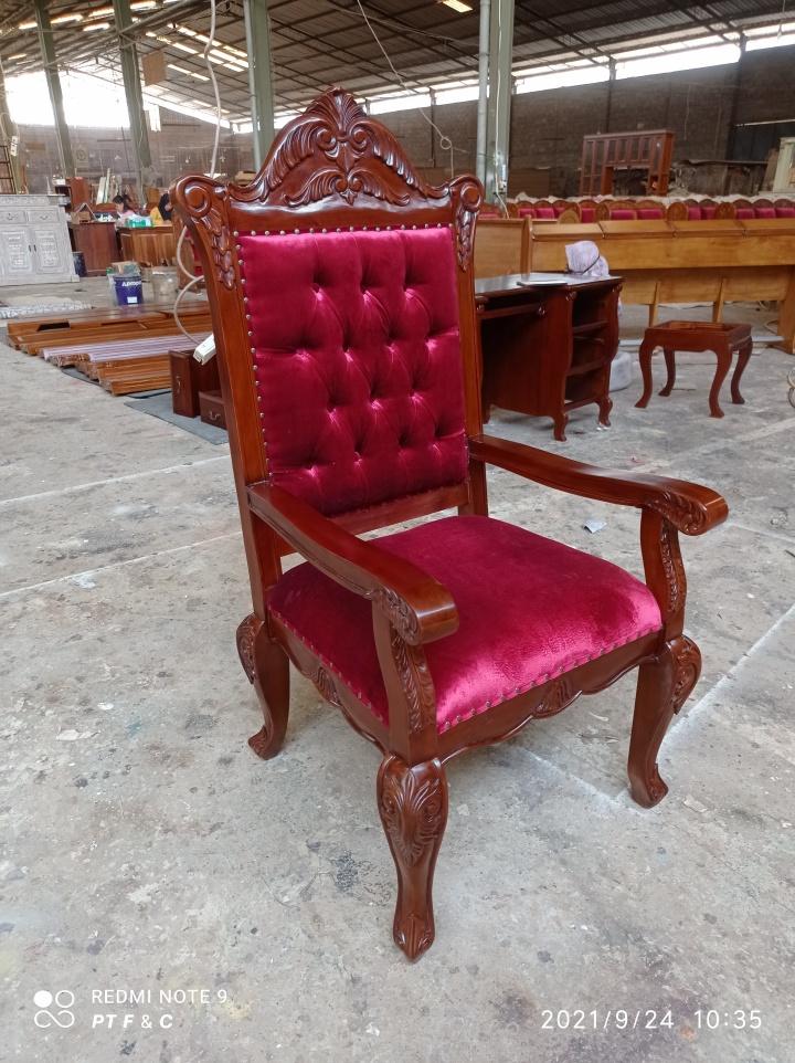 כיסא מפואר עץ מלא מהגוני דגם 2645 ריפוד קטיפה אדום