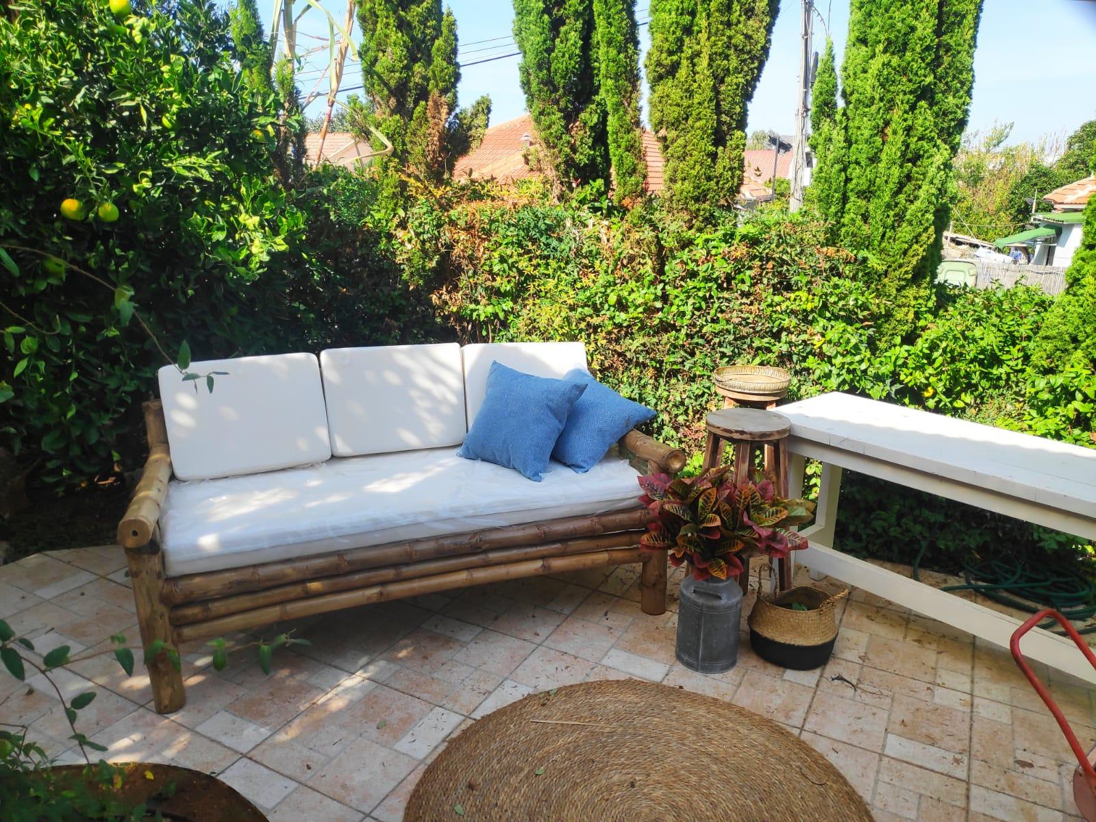 ספה במבוק מעוצבת